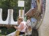 Испания. Барселона. Парк Гуэль. Парадная лестница. Второй фонтан - голова змеи