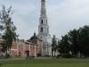 Церковь Успения пресвятой Богородицы (на первом плане) и колокольня с храмом Усекновения главы Иоанна Крестителя